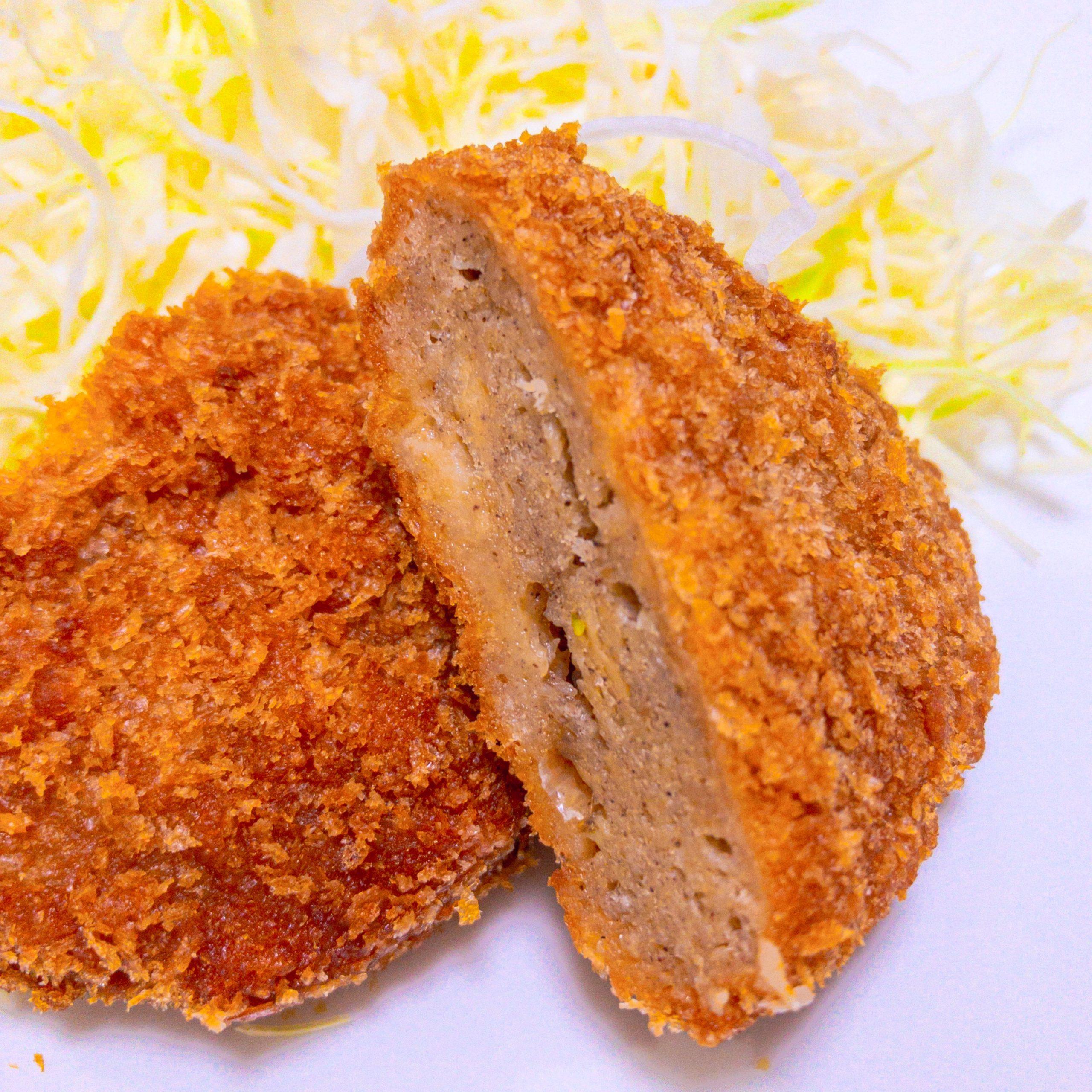 伊藤ハムの、まるでお肉!大豆ミートのメンチカツを切った写真
