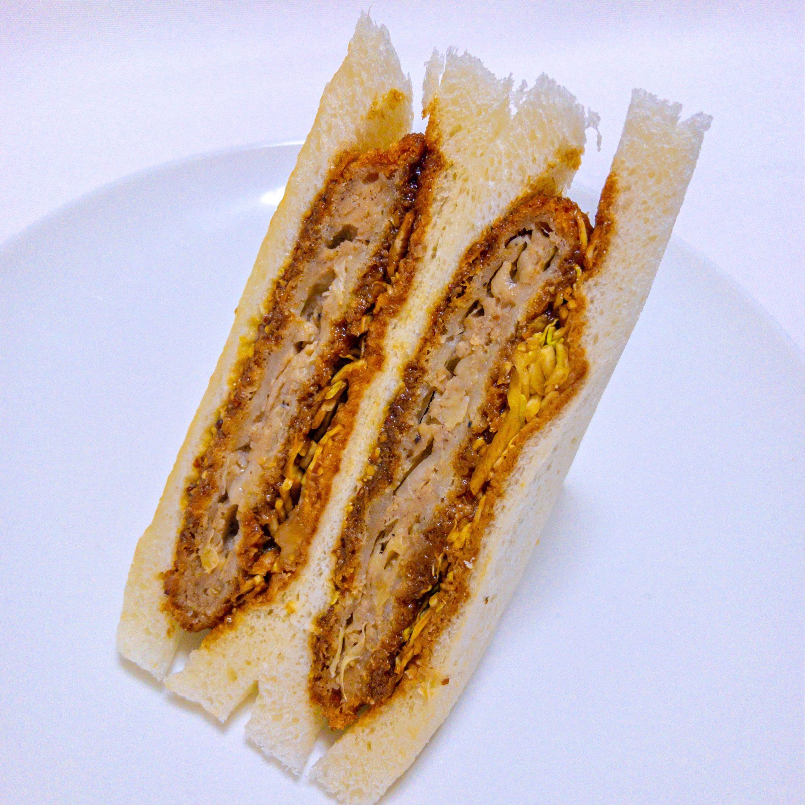 ローソンストア100の「サンドイッチ(メンチカツ)」