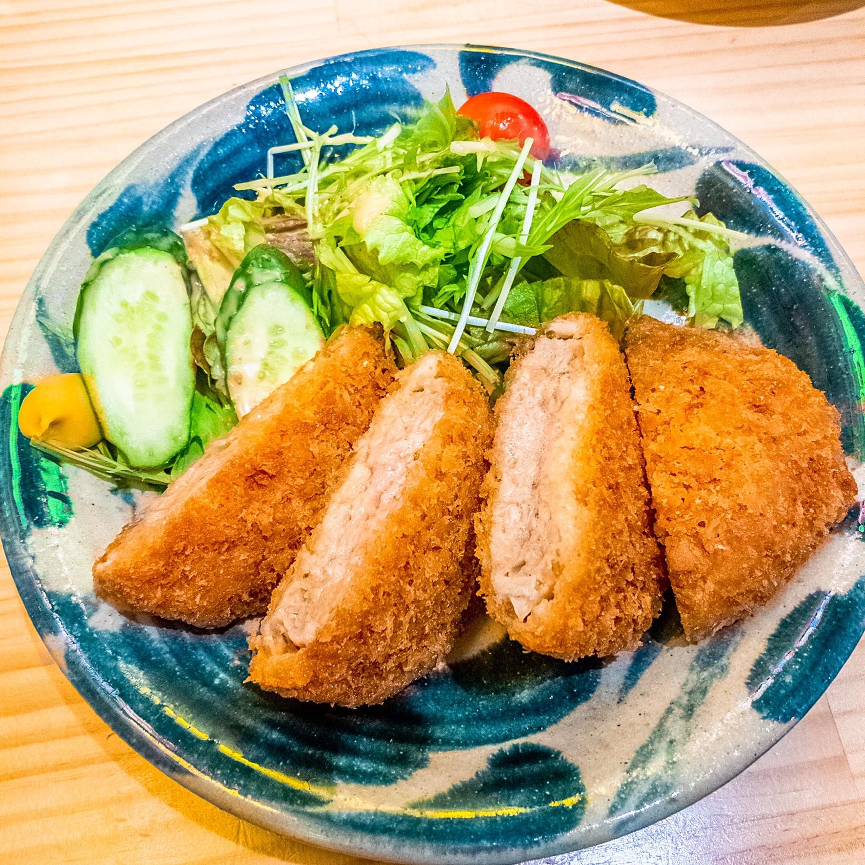 沖縄料理居酒屋「う〜みや」の「あぐーメンチカツ」